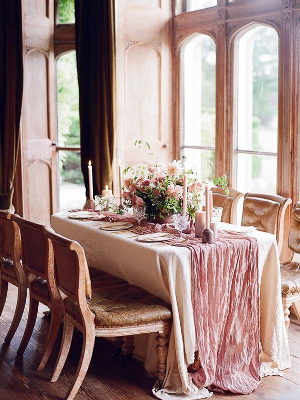maison-de-rossi-blushing-bride-blog-colour-story-blush-rustic-formal-intimate-table-setting.png