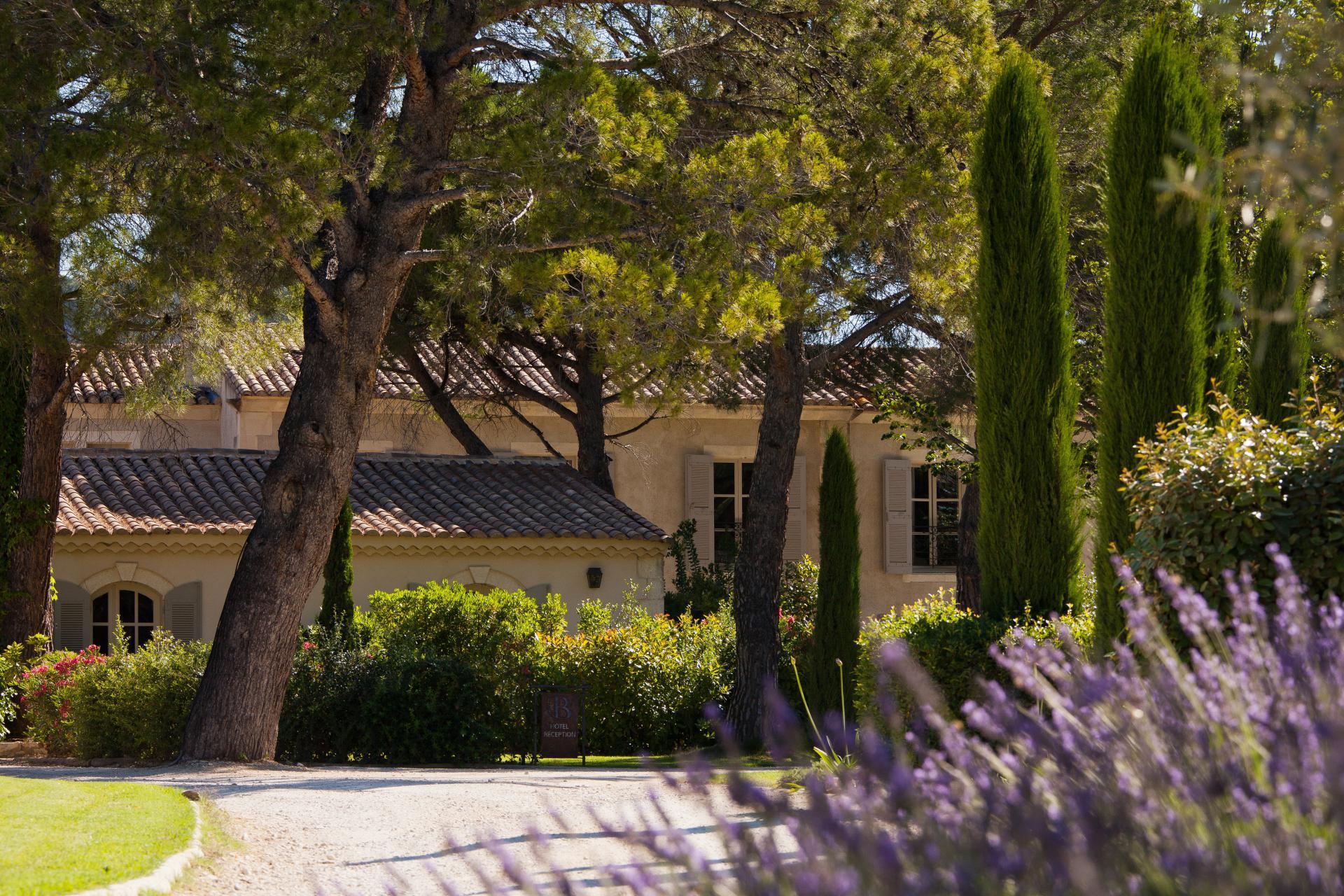 boutique-hotel-Benvengudo-Les-Baux-de-Provence-Lan-1-3-3-2.jpg