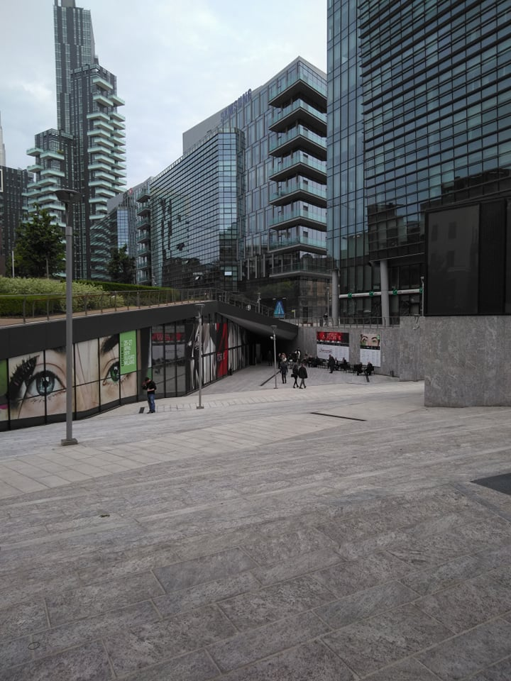 The Mall - miejsce w nowoczesnej dzielnicy Mediolanu Porta Nuova, w którym odbywają się targi Esxence