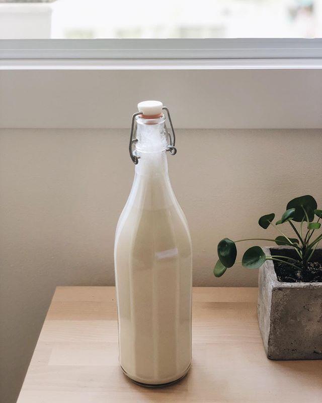 #almondmilk ♥� un cucchiaino di succo d'agave, 200gr di mandorle pelate e 500gr di acqua - frullare alla massima velocità per 1 minuto e conservare in frigorifero � #homemade