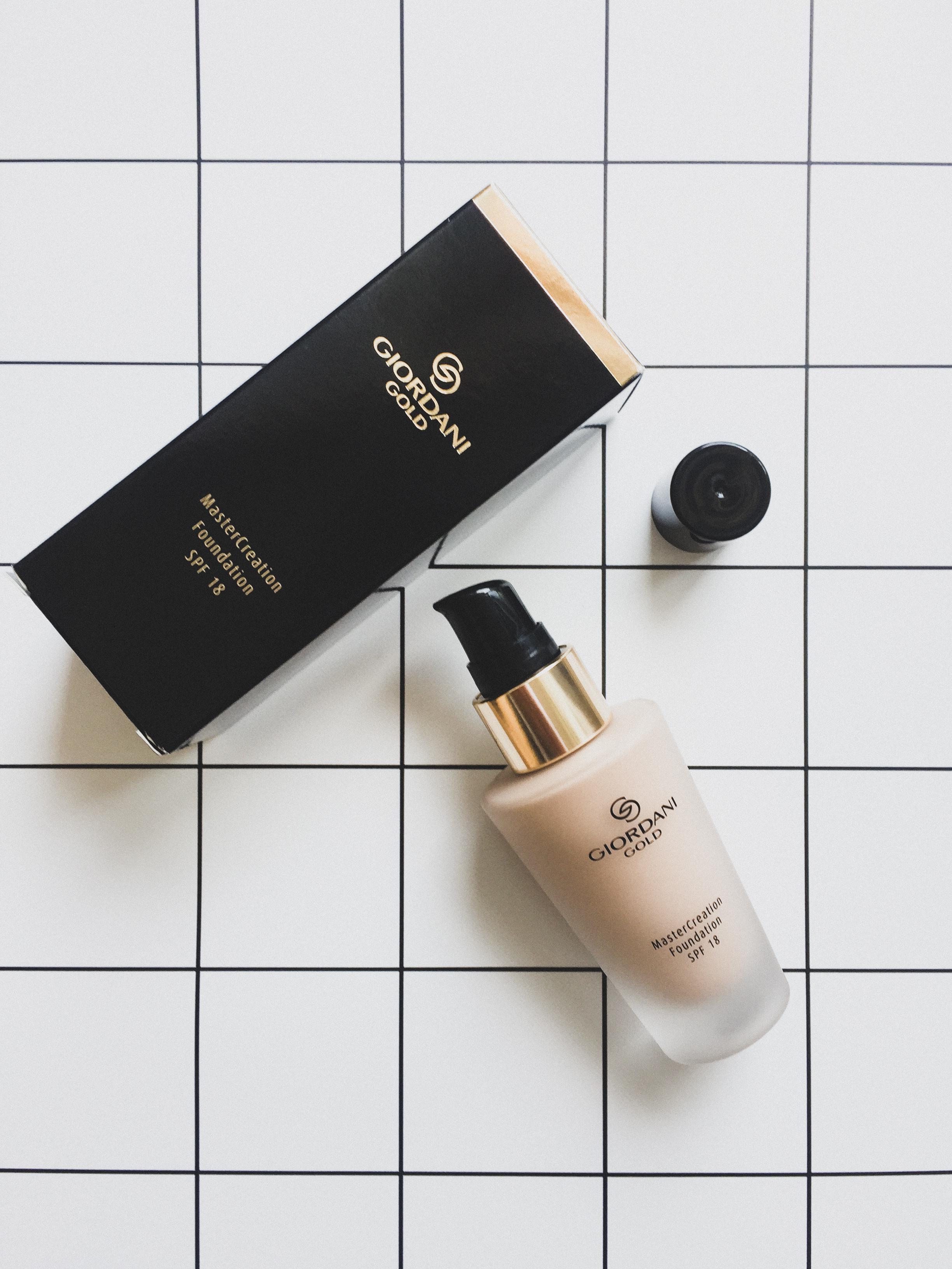 MasterCreation alapozó - A Giordani Gold legújabb alapozója, ami tökéletes fedést ígér. Bőrtápláló összetevői révén hidratál, csökkentheti a finom vonalak megjelenését, és fokozhatja az arcbőr ragyogását. 18-as fényvédő faktort és a szennyeződések hatását csökkentő szűrőt tartalmaz. A márka szakemberei 5 éven át fejlesztették a formulát, hogy az a luxuskozmetikumokkal is felvegye a versenyt.(30 ml)Még több info róla itt.