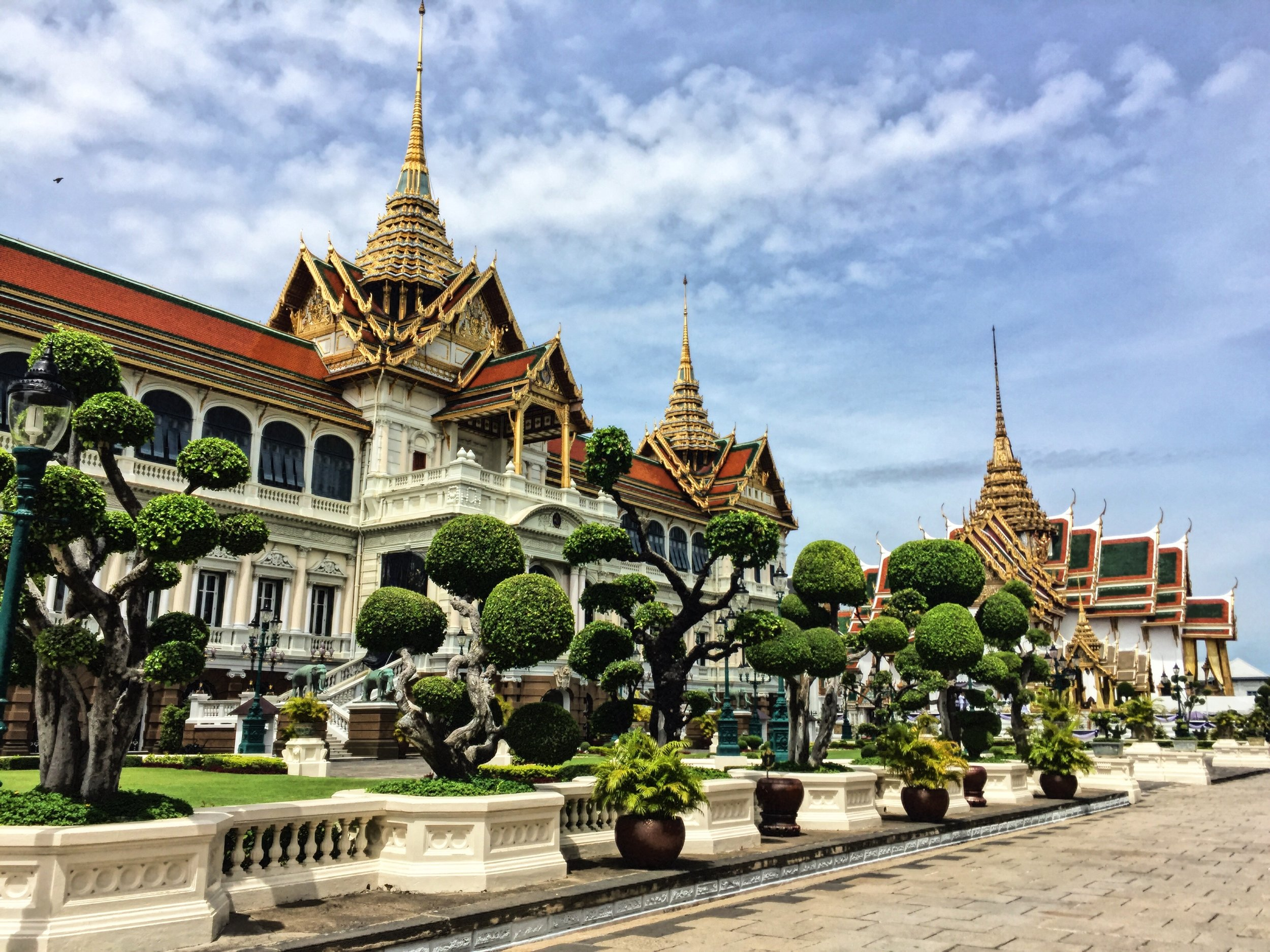 Grand Palace: Close walking distance to Nitan Hostel and Mad Monkey hostel.