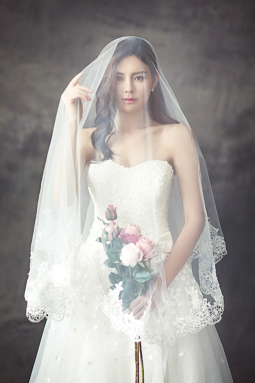 wedding-dresses-1486260_1280.jpg