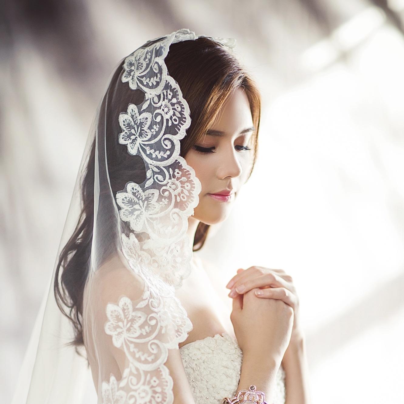 wedding-dresses-1486256.jpg