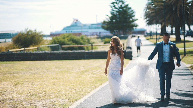 Bridal gown dry cleaning is an easy and safe method to clean your wedding dress.