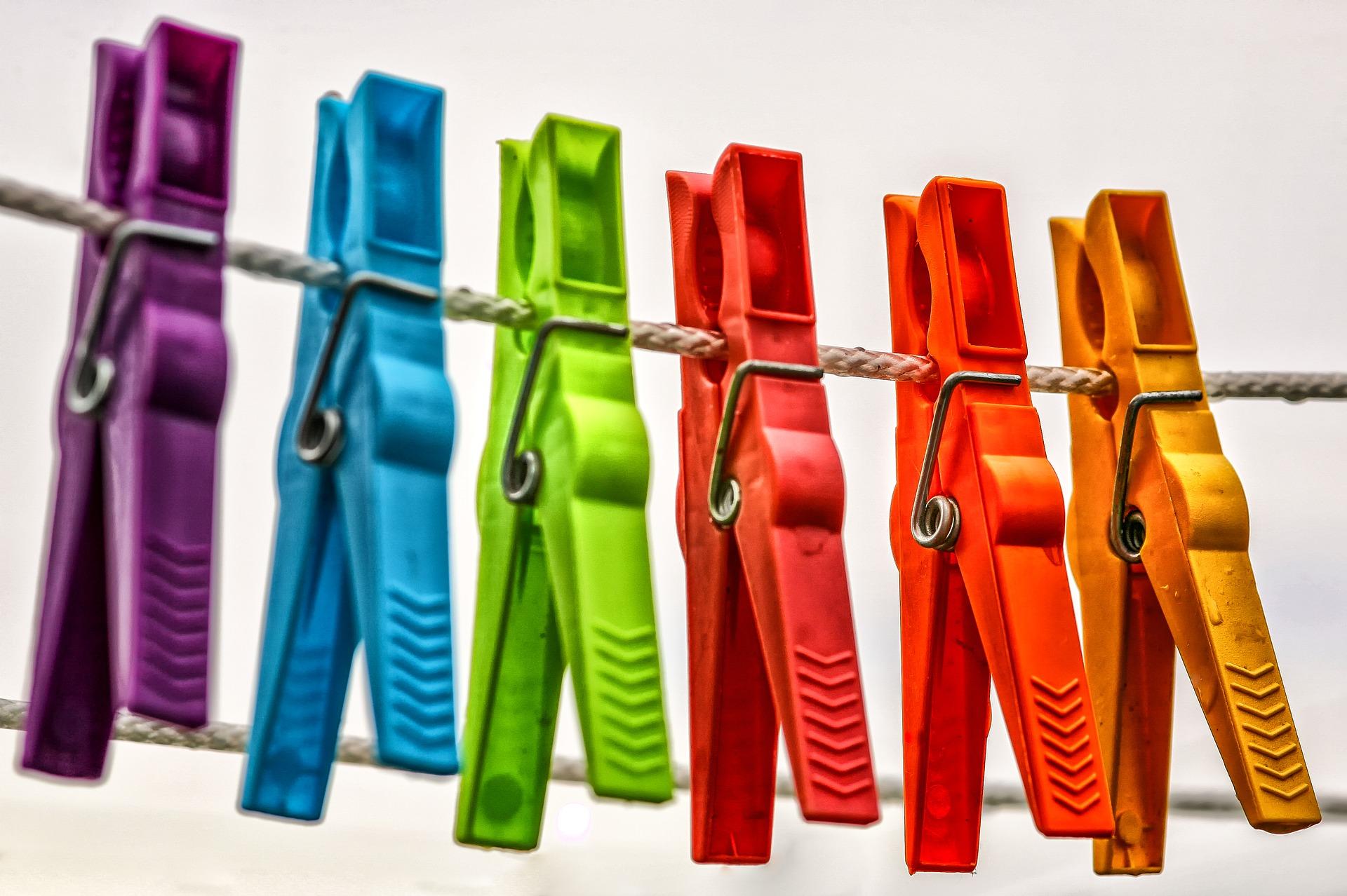 clothespins-3687611_1920.jpg