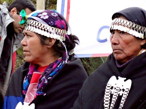 Mujeres mapuches en Chile. Fotografía: Conadi.