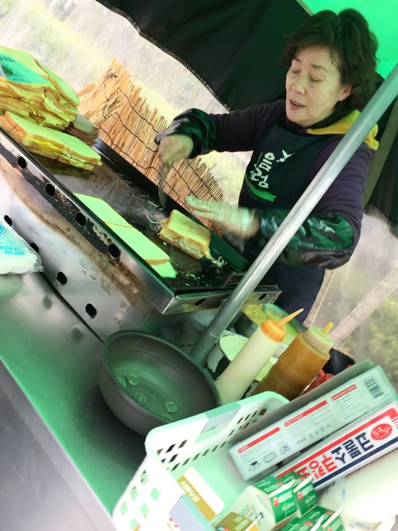 Korean streetfood vendor.jpg