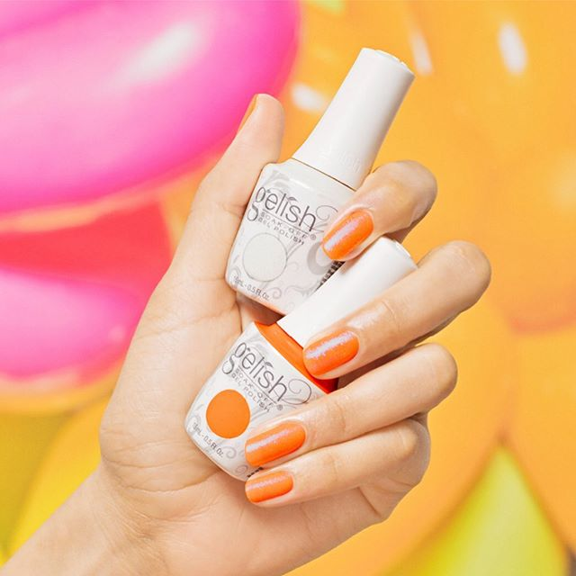 How can you enjoy your vacation without getting your nails pretty with our new Gelish gel nail polish? 💅🏼😎 If you are in Patong beach, don't forget to visit us! 🌻 ⠀⠀⠀ #therapyiseverywhere #asianknowhow #moontreespa