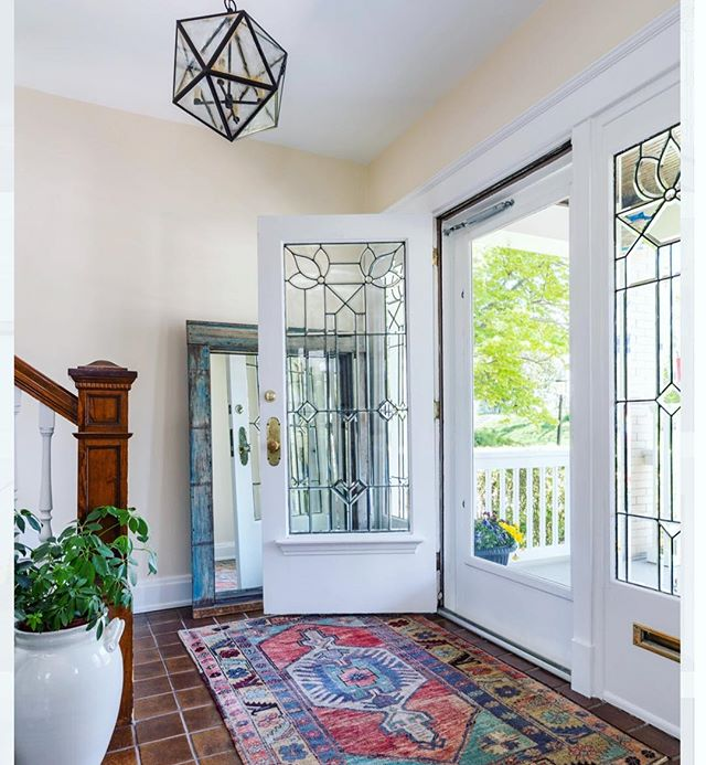 ✨ making an entrance ✨ . . . Does entryway need a little more ❤️? Send us a DM or visit our website to get started! . . . #designconsultations #cincinnatiinteriordesign #cincinnatidesign #cincinnatiinteriors #designer #cincinnatidesigners #studiopiper #hydeparkcincinnati #beforeandafter #mtlookoutcincinnati #livingroom #interiordesign #color #pink #love #girly #designconsults #vanity #interiordesign #housebeautiful #color #blackandwhite #vintagerug #bright #light #entryway