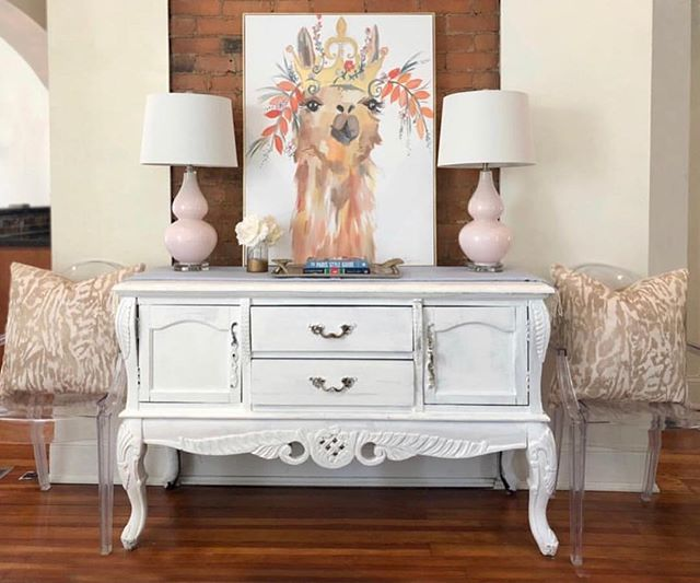 @homegoods finds are best finds! We loved this clients llama painting so much we brought it home with us!! What's your favorite place to find affordable home decor? . #designconsultations #cincinnatiinteriordesign #cincinnatidesign #cincinnatiinteriors #designer #cincinnatidesigners #studiopiper #hydeparkcincinnati #beforeandafter #mtlookoutcincinnati #livingroom #interiordesign #color #pink #love #girly #designconsults #vanity #interiordesign #housebeautiful #color #blackandwhite #vintagerug #bright #light #entryway