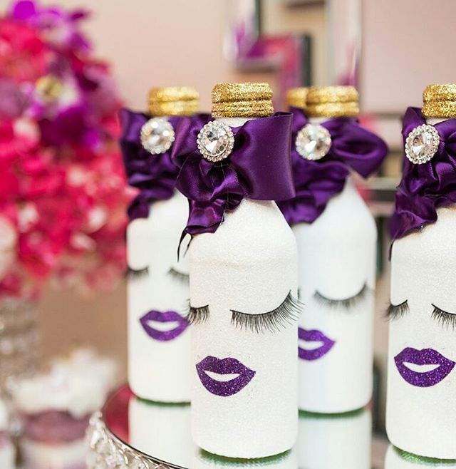 """PUCKER UP IT'S GIRLS NIGHT!"" 👄#RoyalBashEvents #RoyalBashEventsNyc #NycEventPlanners #GirlsNight ##Lashes #Lips #Purplelip #ChloeandKimmy"