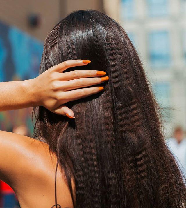 🔥 Crimped🔥 #PriscaVera SS20 Hair for @oribe 📸 @tesslomayer #Mandeetauber