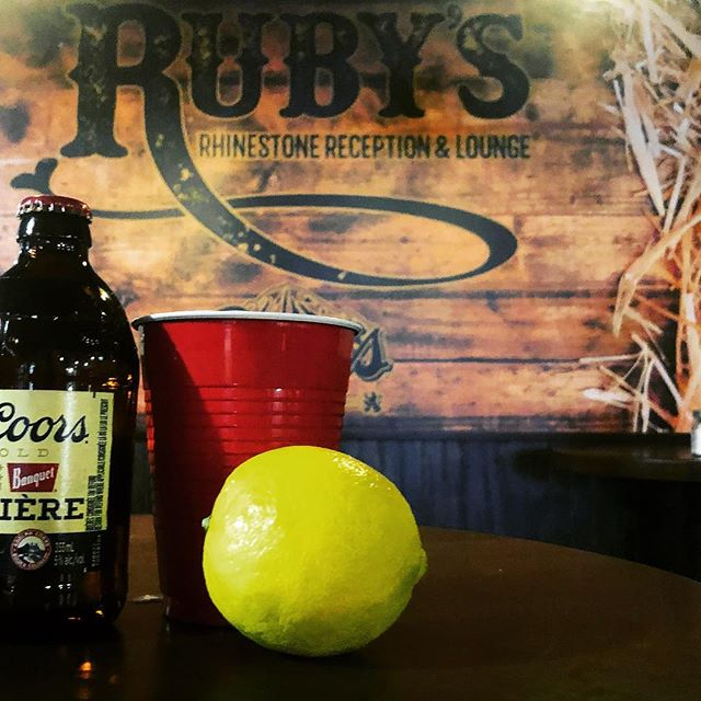 Come try our #bromosa 🤙 1oz dark rum, 10oz beer, topped with fresh OJ & gingerale 🙋♀️🙋♂️🍊🍻🥂