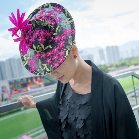 At the races  @hkjc  Wearing my creation with a vintage kimono  What's your fancy dress for @greenwoodstakes  #hongkong  #greenwoodstakes2019  #canadianmillinery  #racingfashionhats  #yyzevents  #bestdressed  #blossomparty  #floral #jaycowmillinery  Photo @franklinlau  @6ixth_scene
