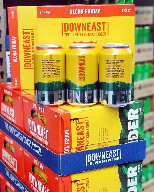 It might be a rainy Monday, but don't worry, @downeastcider has our backs! Aloha Friday is in the house! A pineapple cider so bright and refreshing you'll forget all about the gray skies 🍻🍍 #summercider #downeast #downeastcider #alohafriday #hardcider #pineapple #pineapplecider