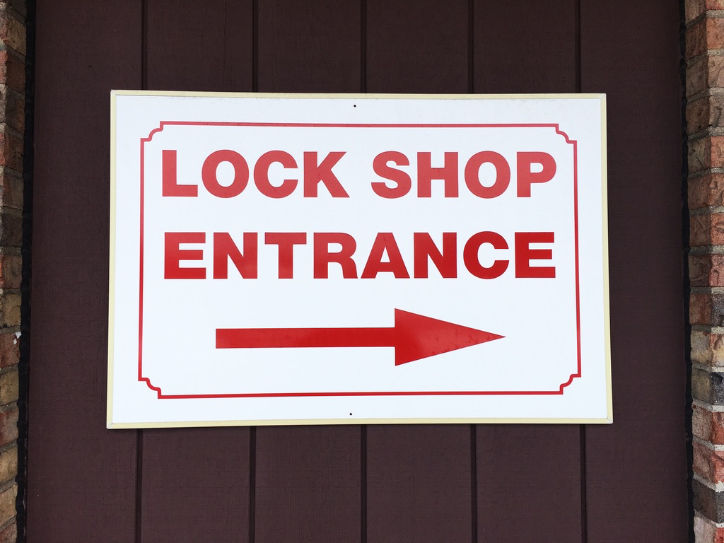 Lock-shop-entrance-plymouth.jpg
