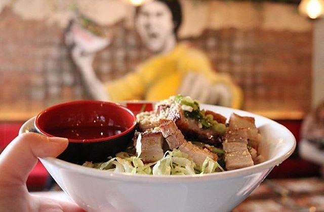 When Master Bruce is eyeing your meal 😏 📷@fangtujun . . . . . . . . . #food #foodporn #bubbletea #melbourne #melbournefood #foodblogger #broadsheetmelb #pho #vietnamesefood #cocktails #melbourneeats #foodie #yum #foodgasm #melbourneblogger #twentyphoseven