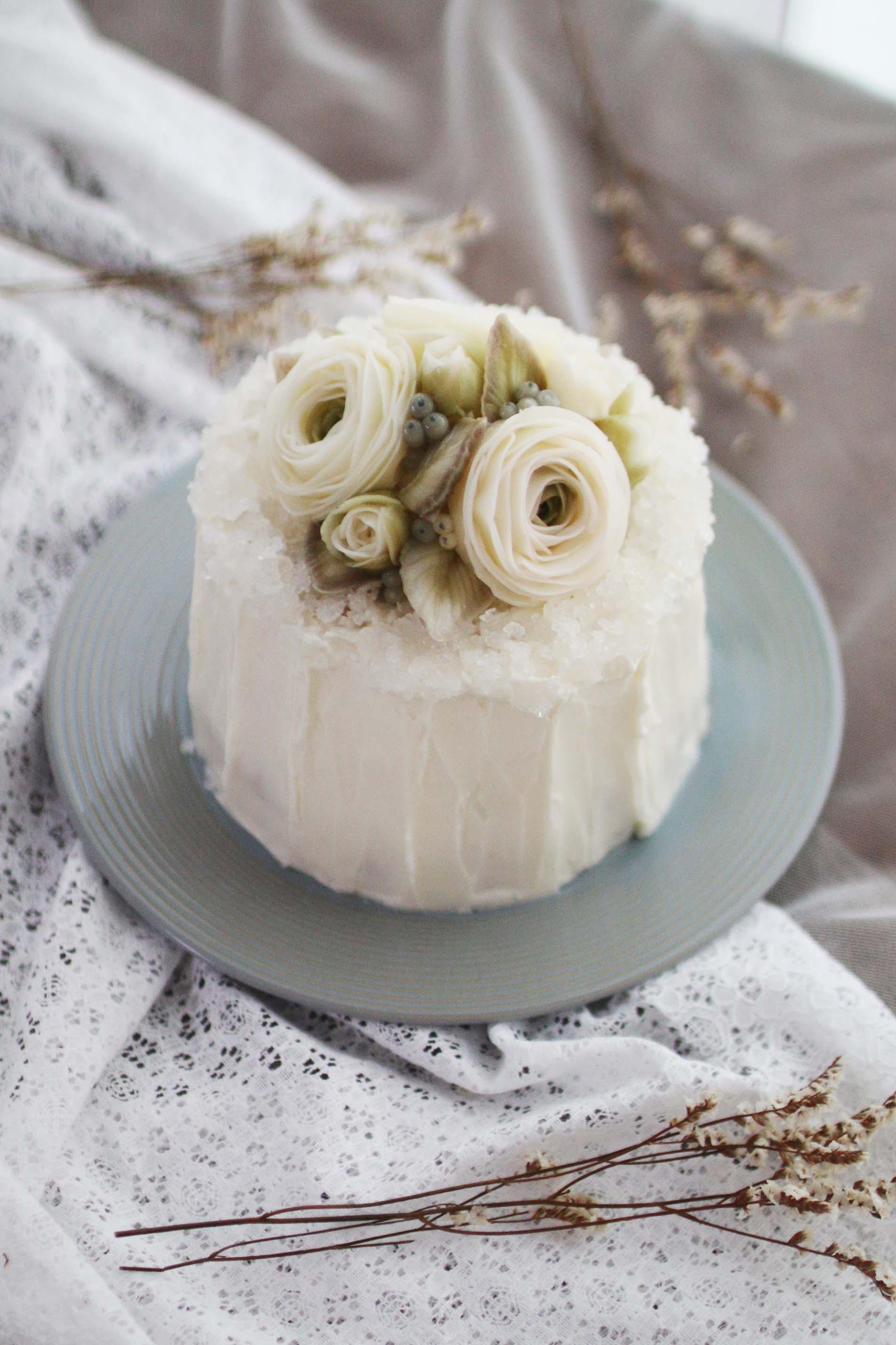 Day 1   - Jewel cake icing. (Dummy cake)  - Lanunculus, Hydrangea. Pieris. leaf