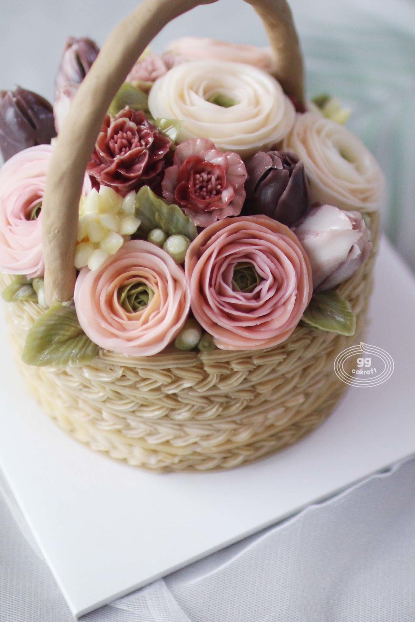 Day 2. Basket cake with handle (Dummy cake)   - Basket icing, how to make handle  - Lisianthus, Marigold, Bouvardia, Berry. leaf