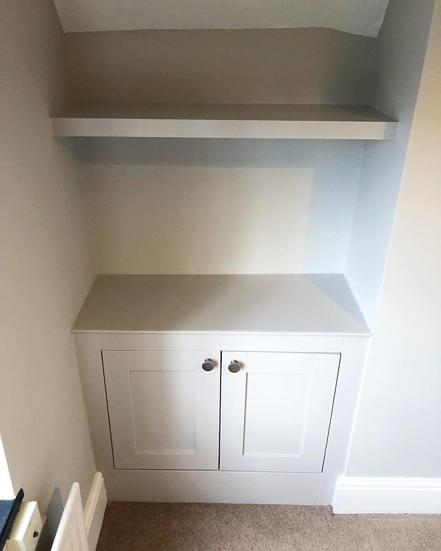 A closer look at the cabinet and shelves built in #Ashtead - Colour is @farrowandball Cornforth White. Keep swiping to see the before photo. #RichardsonInteriors #CarpentryAndJoinery #PaintingAndDecorating #Alcove #AlcoveCabinet #AlcoveCupboard #AlcoveShelves #AlcoveShelving #Cabinet #Shelving #FarrowAndBallCornforthWhite #CornforthWhite #Interiors #InteriorDesign #Renovation #BedroomDecor