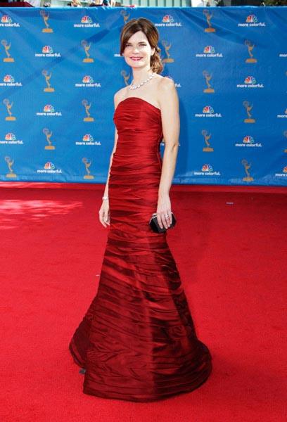 Emmy-Awards-2010-Betsy-Brandt_1.jpg