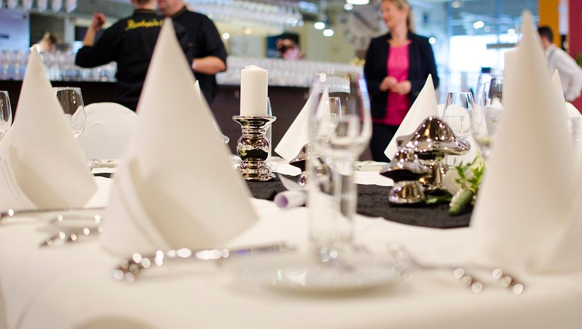 zurheide-feine-kost-stellenanzeige-crown-kassierer-vegetarisches-restaurant.jpg