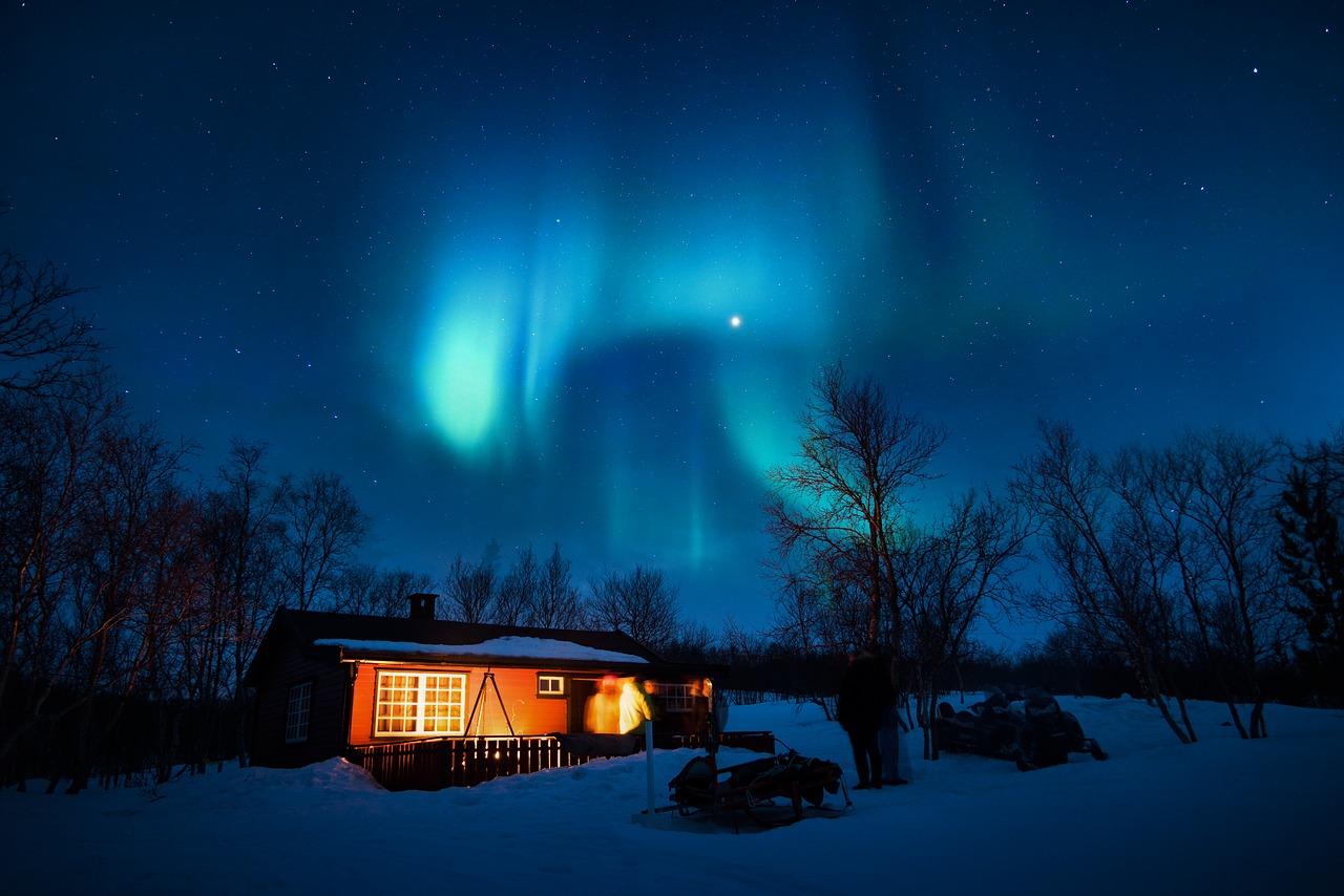 aurora-borealis-1839582_1280.jpg