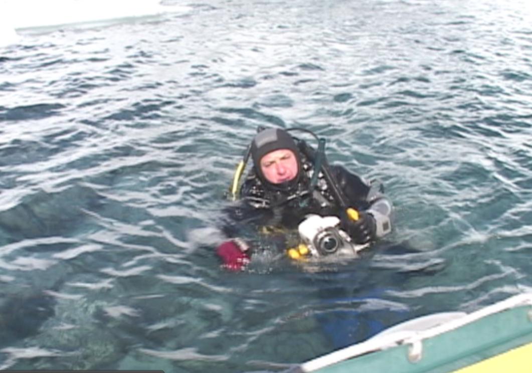 Antartica 2005, filmando e megulhando de neoprene. foto