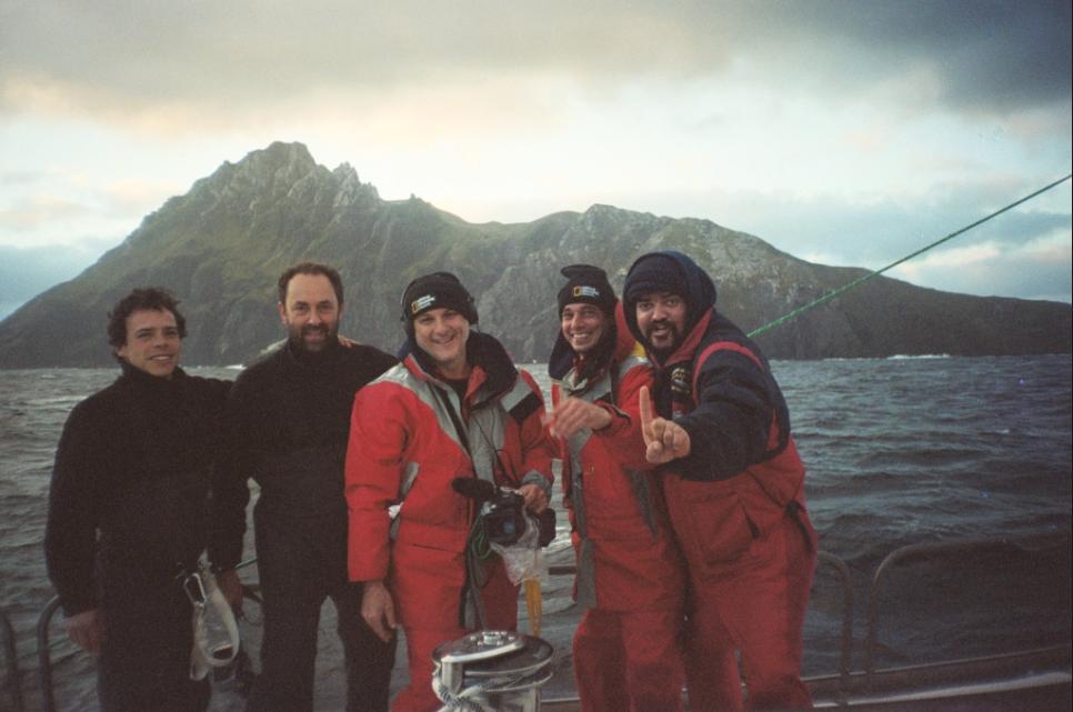 """Equipe da série de documentários da National Geographic """"Continente Gelado"""" foto Lawrence Whaba"""