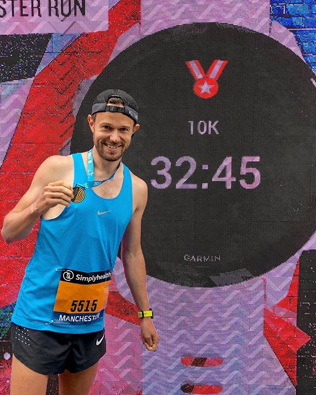 Manchester 10k ✅.. Awesome to be back in this great city for a quick blast around the streets! ⠀ Loads of fun, met some lovely runners.. and a half decent time! Being still in ultra marathon training mode, a super quick time was never on.. but still really happy with that! ⠀ This small detour from the usual was to celebrate 10k subscribers on YouTube 🥳.. all the footage from the day will be up early next week 📹 ⠀ HUGE well done to everyone running the half and to all the Hackney runners too!! So much to celebrate today 🎉 ⠀ Thank you to @garminuk for sorting out my bib and to @greatrun for putting on another superb event 🙌 ⠀ Roll on Edinburgh next weekend.. can't wait to meet loads of you at the shakeout!