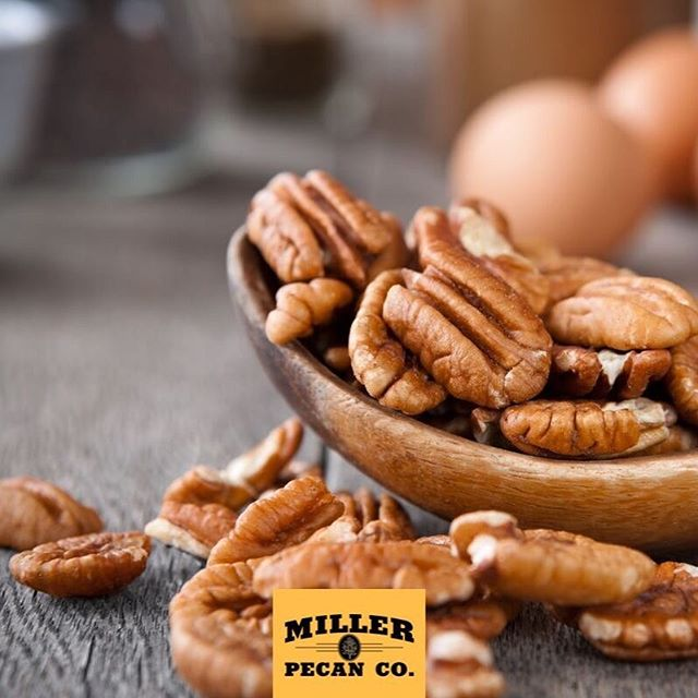 Kanza pecans: just like butter but better for you! 😍 . . . What is your favorite variety of pecans? . . . #pecans #farmfresh #fresh #holidays #baking #healthy #nuts #foodservice #retail #paleo #keto #lowcarb #yummy #fall #harvest