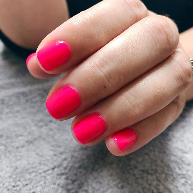 Sorry I've been very quiet on here the last couple of months, I've still been busy working away but I've also been working on something very exciting. I will reveal all soon! - In the meantime here are some summer nails for my lovely client using @jessicanailsuk 'poolside chillin' 💅🏽