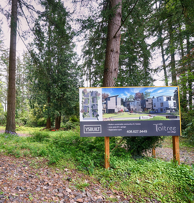 live convenient - Speaking of location...you'll love ours!Desirable Grass Lawn neighborhoodWALK10 minBridle Trails State ParkGrass Lawn Park3 minRose Hill Middle SchoolDRIVE7 minMicrosoft &Google CampusesLIGHT RAILComing 2023, connecting to Bellevue, Mercer Island, and SeattleSchool District Lake WashingtonElementary to high school rated 8-10