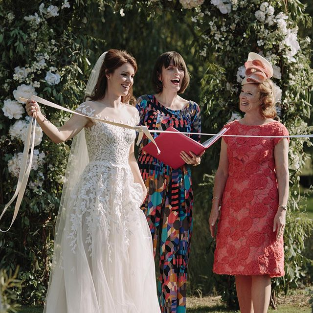 Handfasting gets a bad wrap (Wahey! Pun totally unintended but let's roll with it!)... Nearly every couple I suggest it to for their ceremony totally freaks out, thinking I'm roping them (Oof, there she goes again!) into some weird, creepy, Pagan-y shit. 😱 👻 🧙♀️ Well let me reassure you, a hand fasting is not weird or creepy or Pagan-y... not the ones I do anyway! The symbolism of it is actually very much in tune with HUMANIST values of equality and choice. As the couple slip their hands from the ties, they show that they are actively committing to each other out of LOVE, rather than being bound to each other from OBLIGATION. It's properly powerful stuff! 😍✊ Phoebe and Ollie included a hand fasting ritual, and asked Phoebe's mum to help with wrapping the cords around their hands (that's another thing, they're a great way to get friends and family involved in your ceremony). Here's the moment that Phoebe and Ollie unbound themselves, and literally TIED THE KNOT 😍 Beautiful eh?! So... whad'ya think! Have I convinced you??? Or, still KNOT (!) sure? Oh, what am I liiiiiike? lololololololol. 📷 @emiliewhitephotography . . . . . #handfasting#handfastingceremony #outsidebride #backgardenwedding #cambridgewedding #celebrantledceremony #humanistceremony #humanistwedding #funwedding #coolbride #realwedding #ceremonydetails #alternativewedding #septemberwedding #yourweddingyourway #theunwedding
