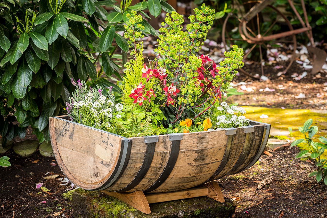 "oak barrel garden dimensions: 26""x35""x15"""