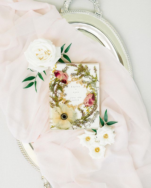 Have you ever seen a more beautiful guestbook?! Dried, pressed flowers under glass and handmade paper - so unique 💚 My June bride & groom Baylee and Ryan had some of the most beautiful and unique wedding details. I photographed them during my 'Flatlay Day' last week and it's getting me so giddy excited for their wedding in a couple weeks.