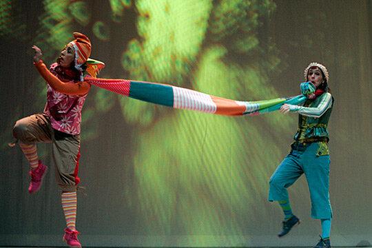 Cuentos de un ciempiés - Pasadas las 4 (Pamplona, Navarra)Espectáculo infantil de música y cuentosEstreno 2008Acordeonista