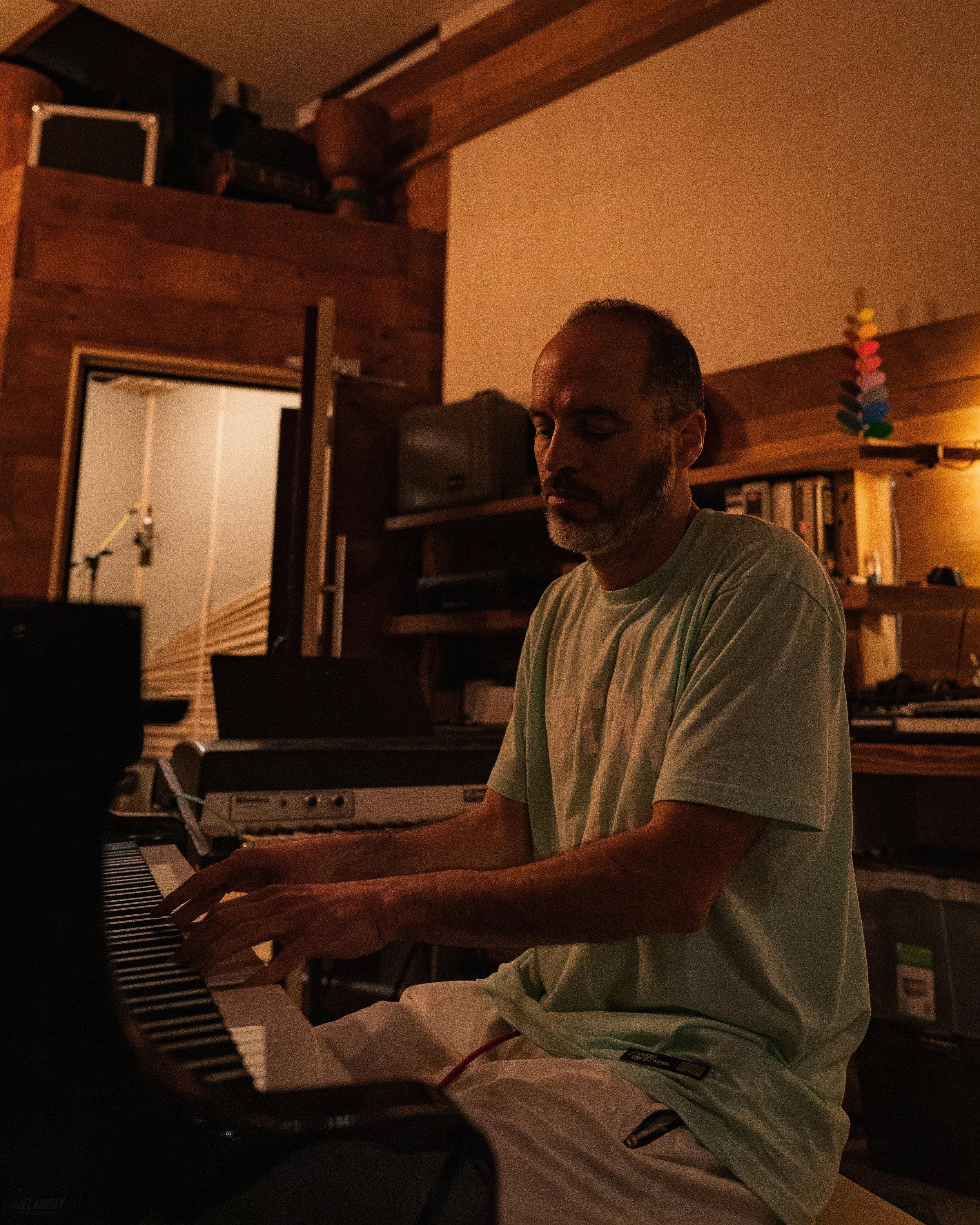 STRETCH AND BOBBITO W THE M19s BAND 4 25 19 BOBBITO PIANO PHOTO JELANI BLAND @jelaniday DSC06205.jpg