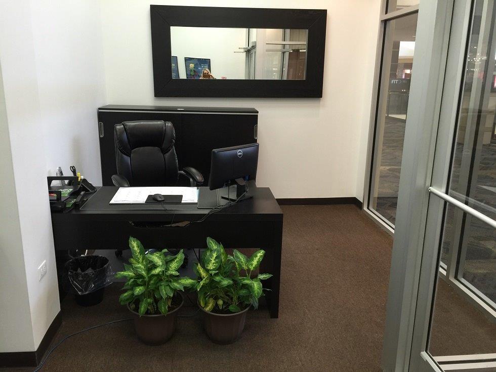 Recption desk IMG_0573[1].jpg