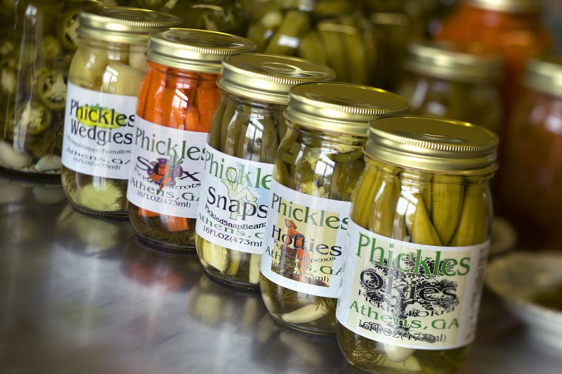 Green tomatoes, crunchy carrots, snap beans, jalapeños, and Georgia Grown okra…. all pickled with fresh dill weed, whole garlic cloves and a sliver of fresh jalapeño for a little kick! No sugar added and gluten free! You'll get all these X two in our pre-mixed 10 pack at 20% off the normal rate!