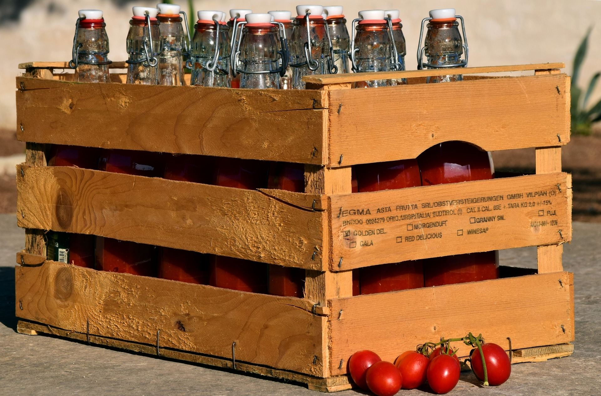 tomatoes-2670975_1920.jpg