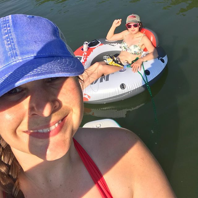 The only person I'd pull behind my paddle board.  The Blades sisters are resourceful. @blades91  #happyfriday #sistalove #lifeonthewater