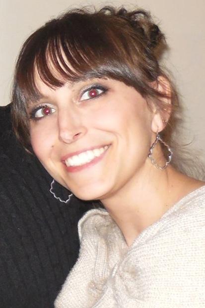 Mediastínico Primario de Células B Grandes - Nombre: Donna SadeghiDetalles del cáncer: Etapa 1-2 Primeros síntomas: Bulto visible en el centro de la garganta, comezón en las piernas, dolor al tragar (ocasional)Tratamiento: Quimioterapia, EPOCH-R (Dosis ajustada)Estado: Remisión
