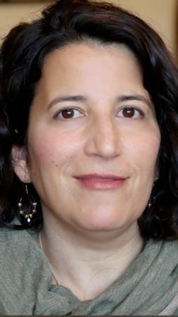 Lisa Goldman Historias de Cáncer de Pulmón ROS1 Positivo (ROS1+), Etapa 4 - Detalles del Cáncer: ROS1+ tiende a ser bastante agresivo y se puede extender a los huesos y al cerebroPrimeros Síntomas: Tos persistente, sangrado al toser, fiebre alta y sudor al dormirTratamiento: Quimioterapia (4 ciclos), Mantenimiento (4 ciclos) y Píldoras de Terapia DirigidaEstado: Continúa con las píldoras