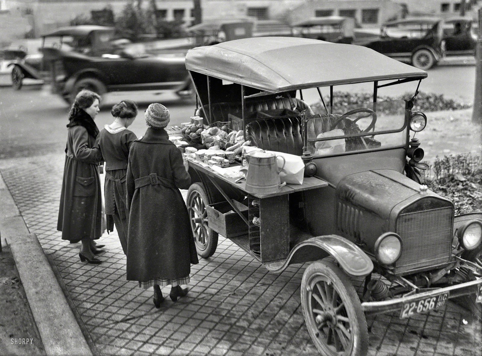 Food truck%2c Washington D.C.%2c 1919.jpg