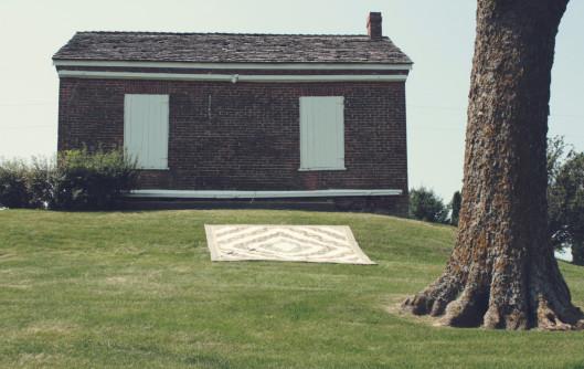 liberty-lifestyle-barn-raising-quilt-at-abbe-creek-school-e1406286978940.jpg