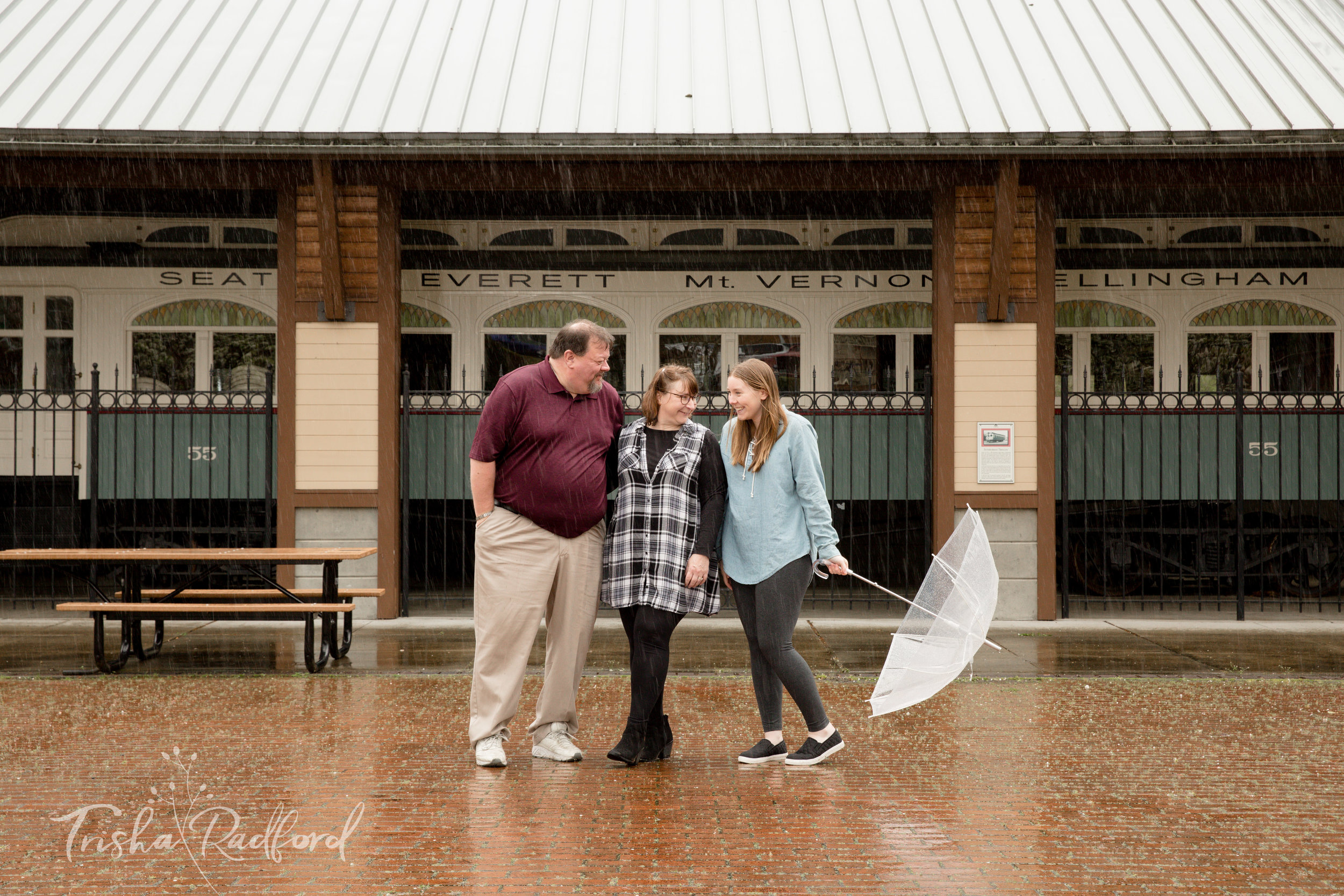 Rainy Family Photoshoot at Heritage Park in Lynnwood, WA
