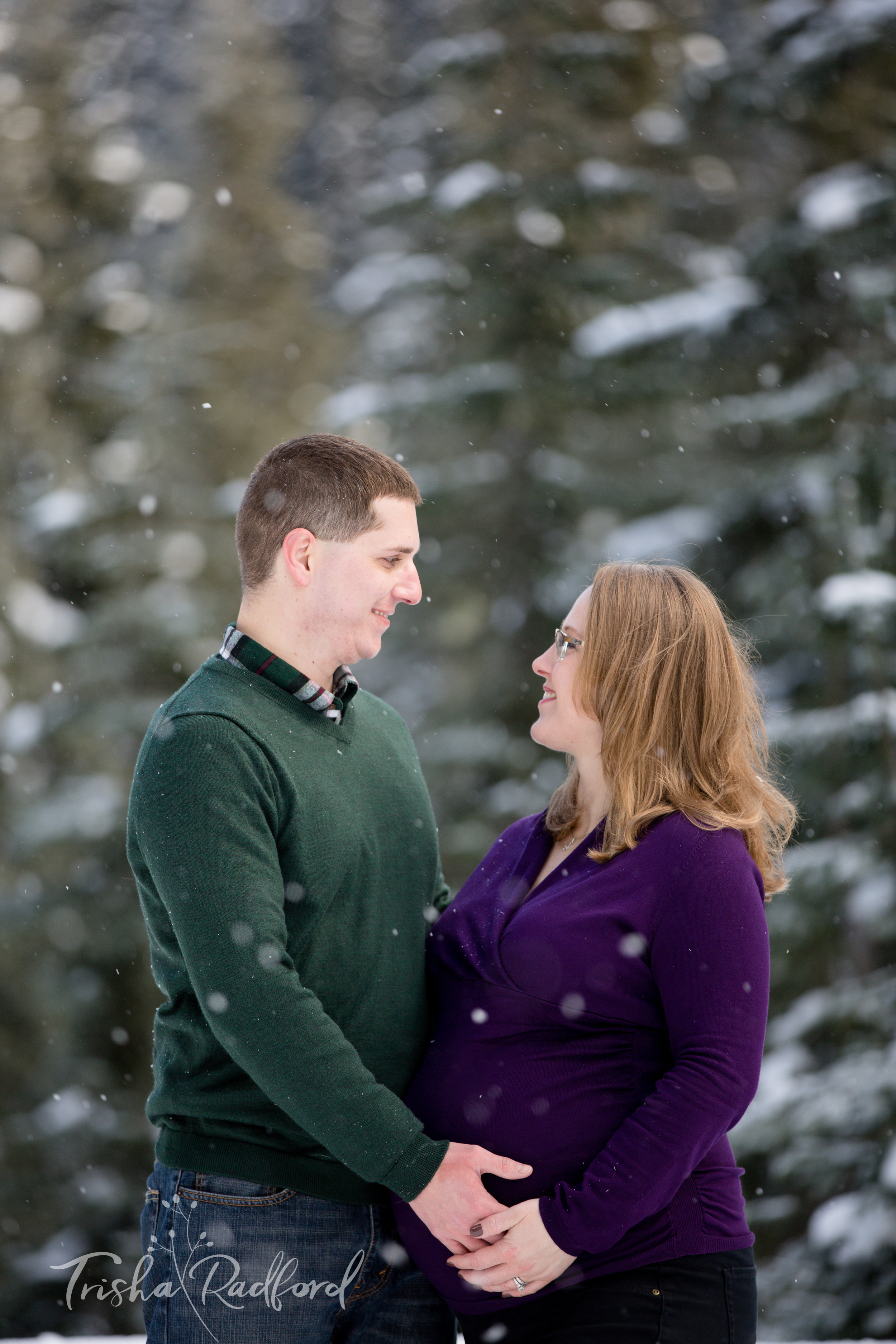Maternity photoshoot in snow at Stevens Pass