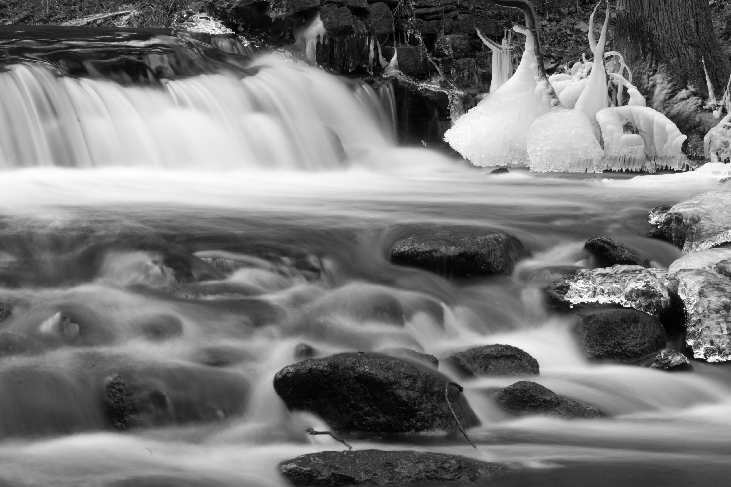 waterfall_with_ice.jpg
